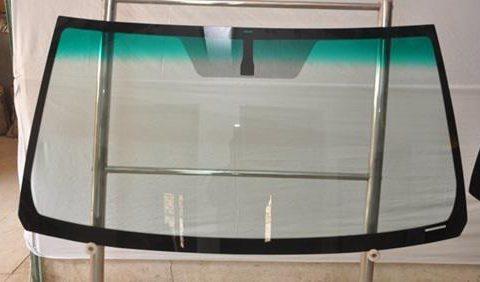 Thay kính chắn gió ô tô giá rẻ tại Hà Nội